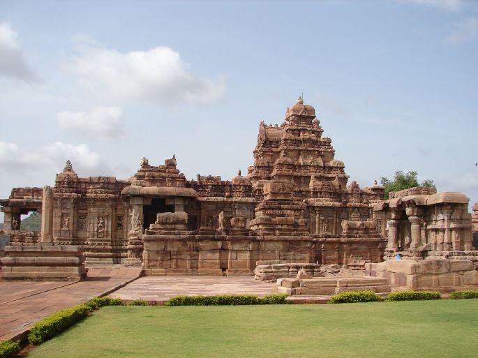Virupaksha_temple_at_Pattadakal